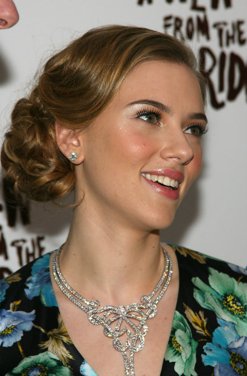 Scarlett Johansson Sleek Curly Updo