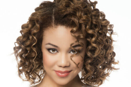 Curly Hairstyle for Summer with Side Part