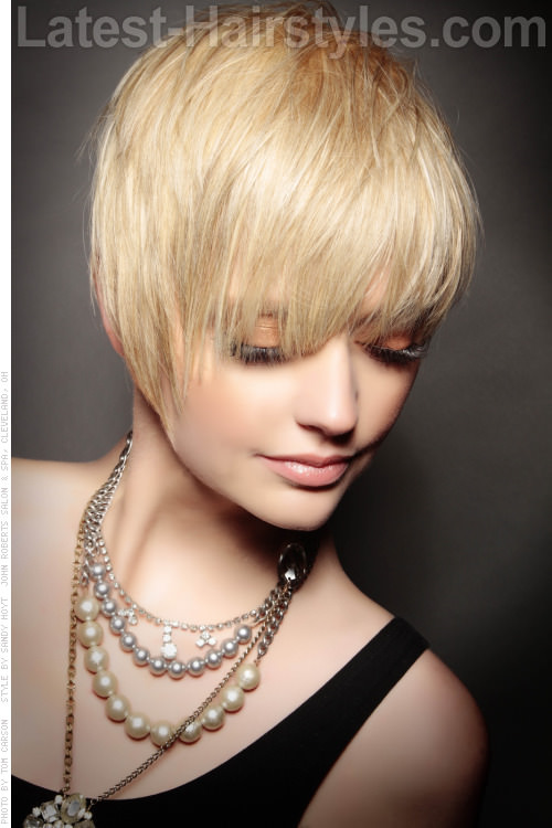 Short Blonde Hairstyle with Shattered Ends
