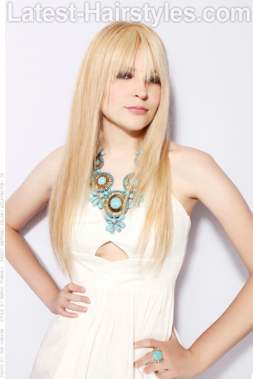 Long Blonde Hairstyle with Fringe for Oval Faces