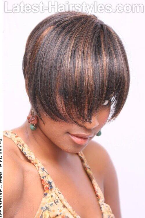 Short Sleek Hairstyle with Highlights Side
