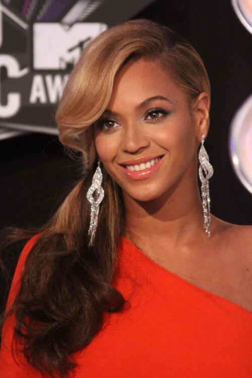 Flawless Beyonce Side Swept Curls