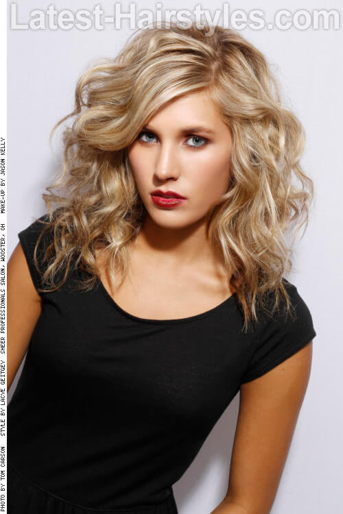 Relaxed Blond Hairstyle with Curls