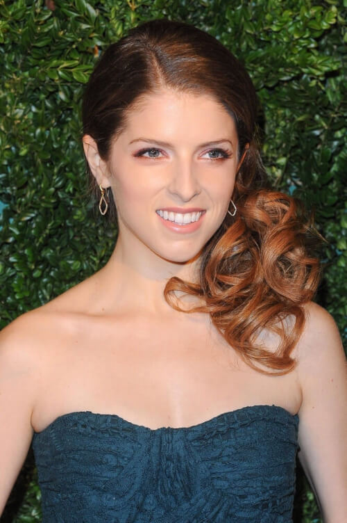 Anna Kendrick Side Swept Hairstyle