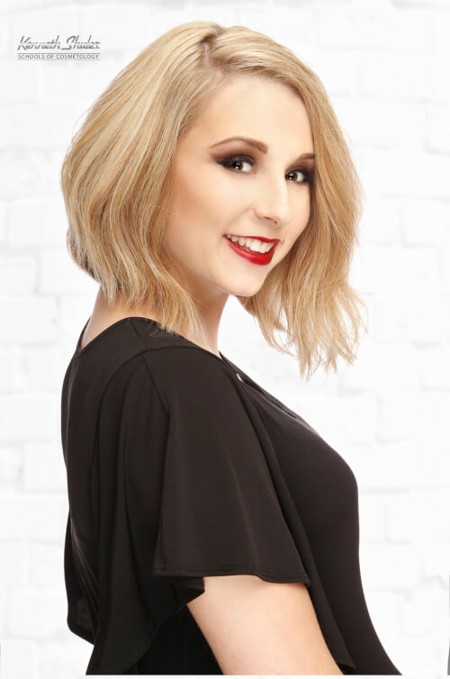 blonde-medium-bob-hairstyle-with-side-part