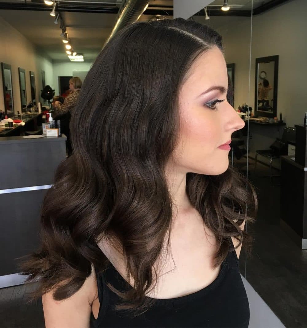 Hollywood-Inspired Waves hairstyle