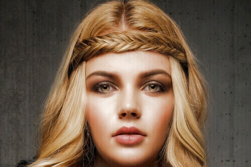 Long Hairstyle with Curls for Round Faces