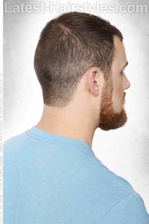 Короткие стрижки для мужчин с бахромой сзади