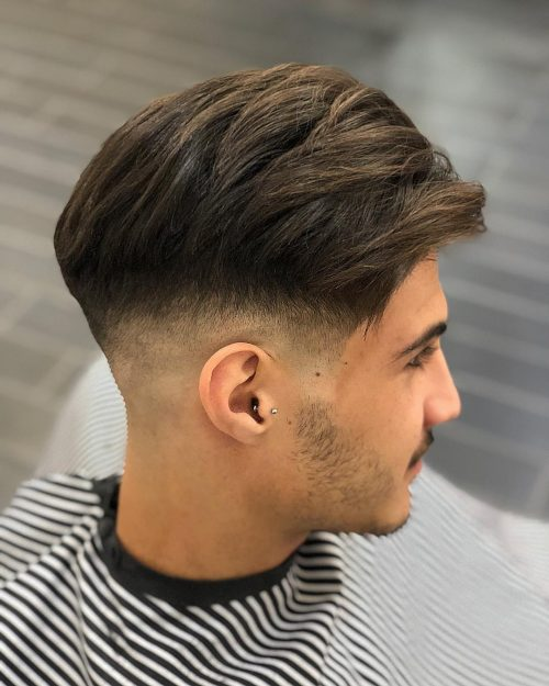 Decoloración calva socavada en cabello grueso