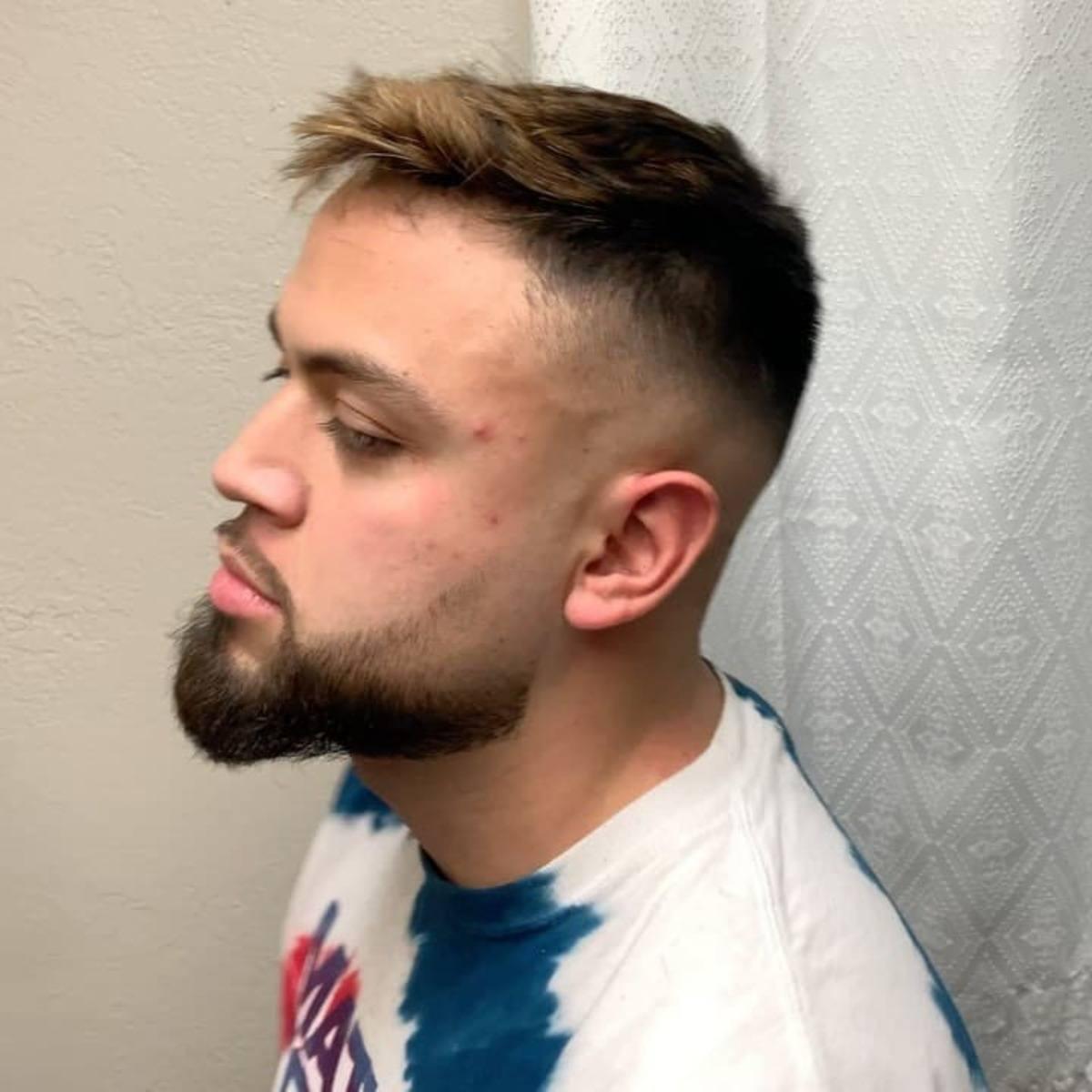 La barba se funde con la perilla