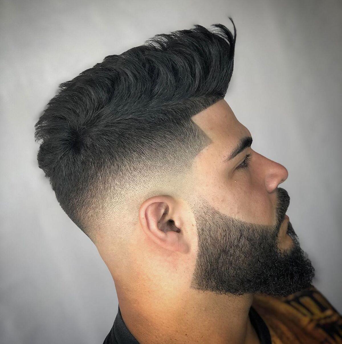 Barba con desvanecimiento medio