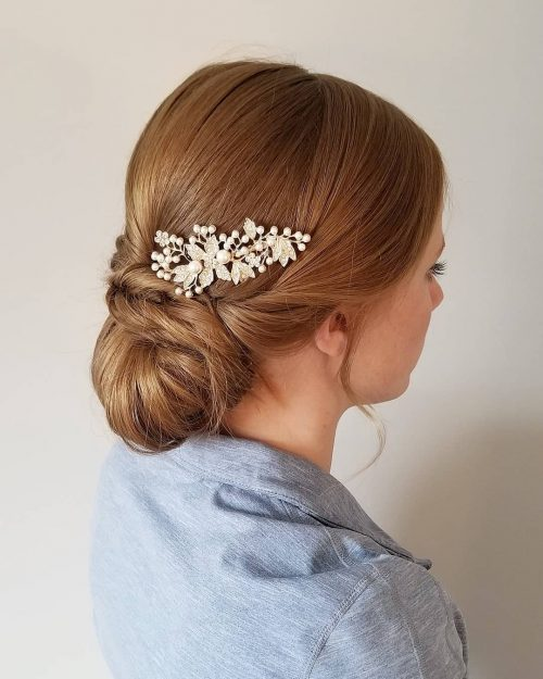 Picture of a beautiful floral hair pin