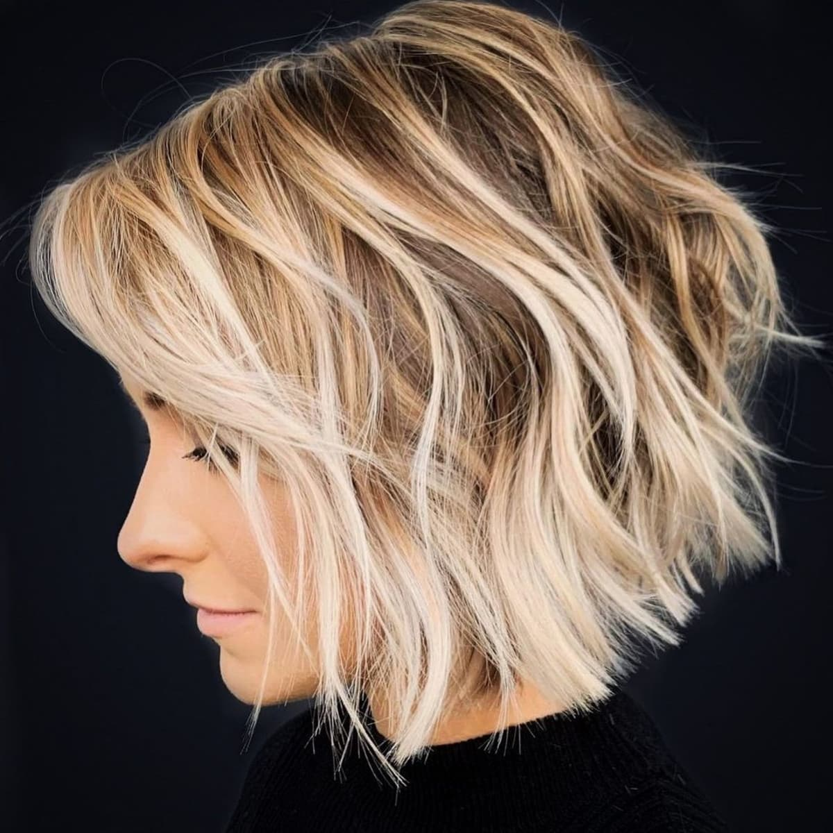 The best short wavy haircut with texture