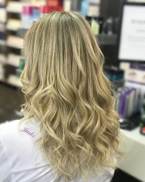 Picture of a long blonde hair with babylights