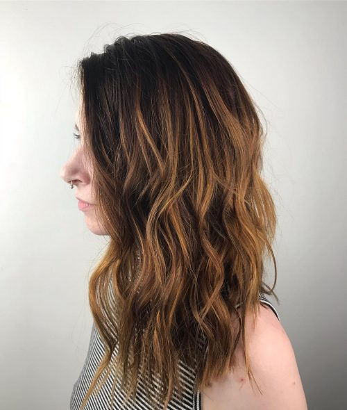 cabello largo, ligeramente angulado y sin punta