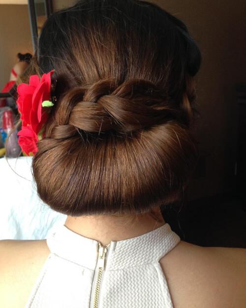 bridesmaid chignon hair
