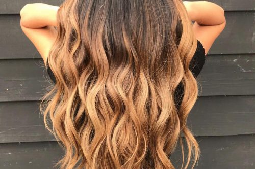 Brown hair with blonde highlights in an ombre