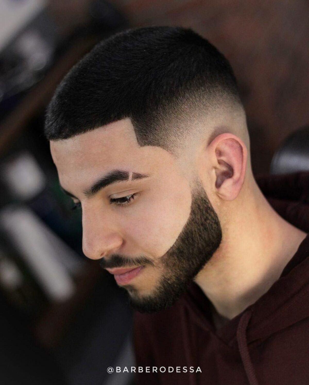 Corte de pelo de bajo mantenimiento con decoloración de la barba