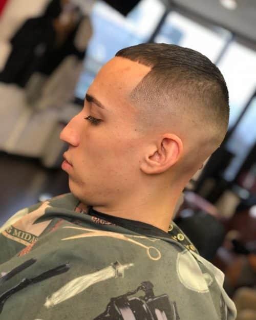 Corte de pelo César para adelgazar el cabello.