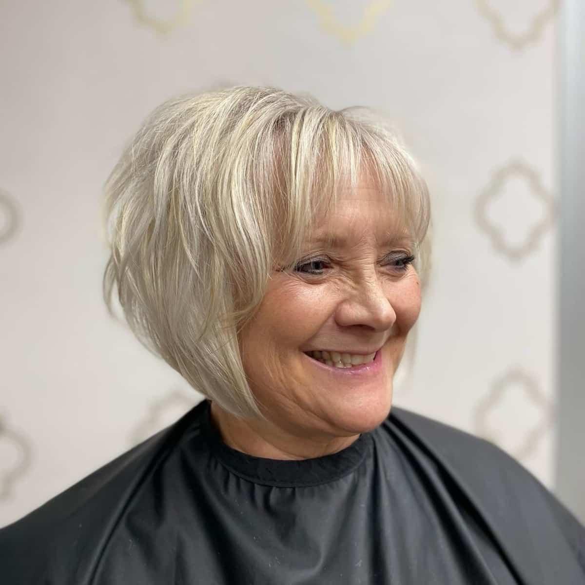 Bob entrecortado angular para cabello corto y fino de más de 60