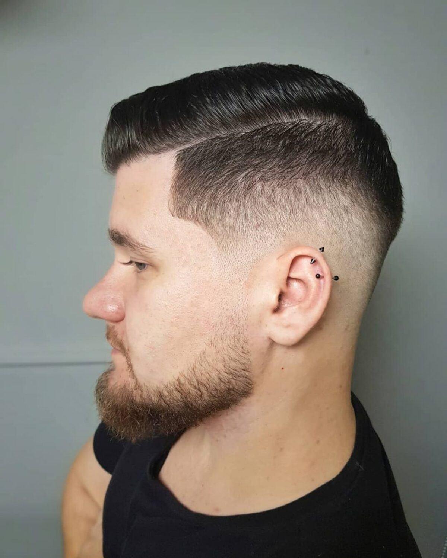 Peine sobre desvanecimiento con peinado de barba