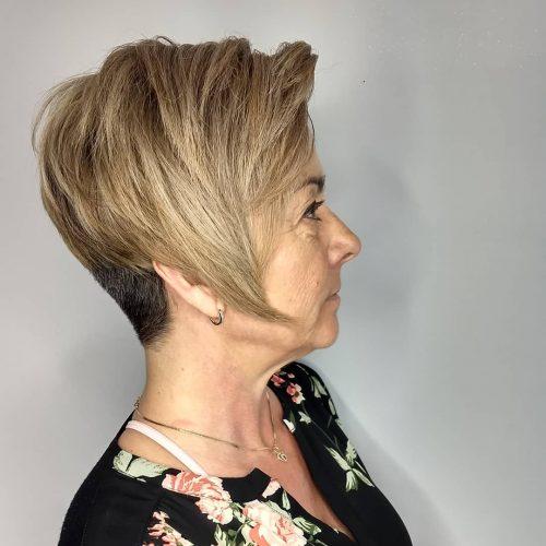 Lindo duendecillo con escote en escote para mujeres mayores de 50 años