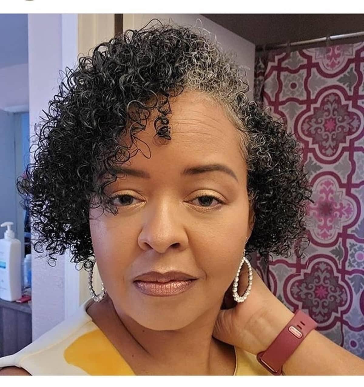 Rizos definidos para cabello corto natural
