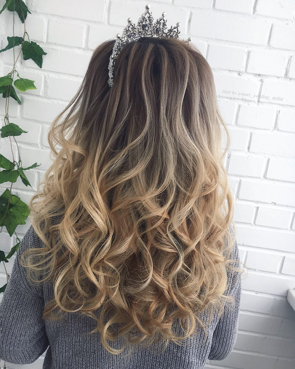17 Perfectly Gorgeous Down Hairstyles for Prom