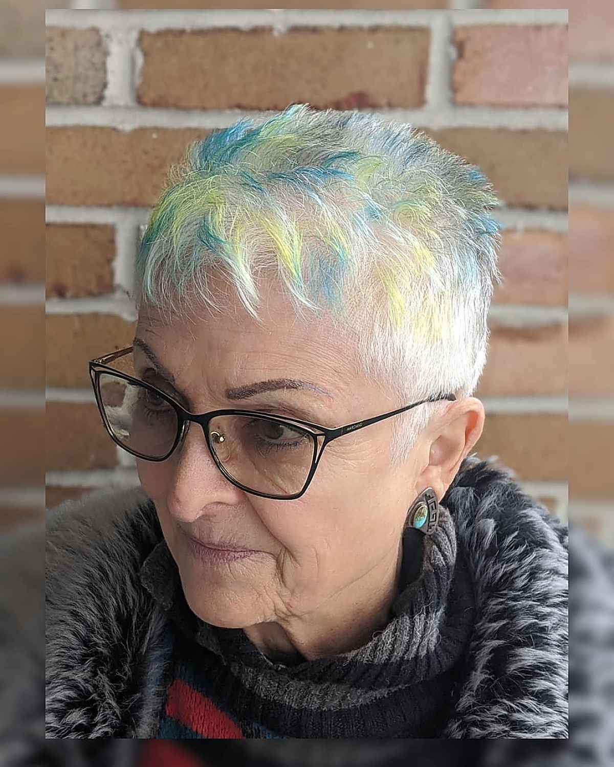Edgy Pixie with Spikes para mujeres mayores de 60 años