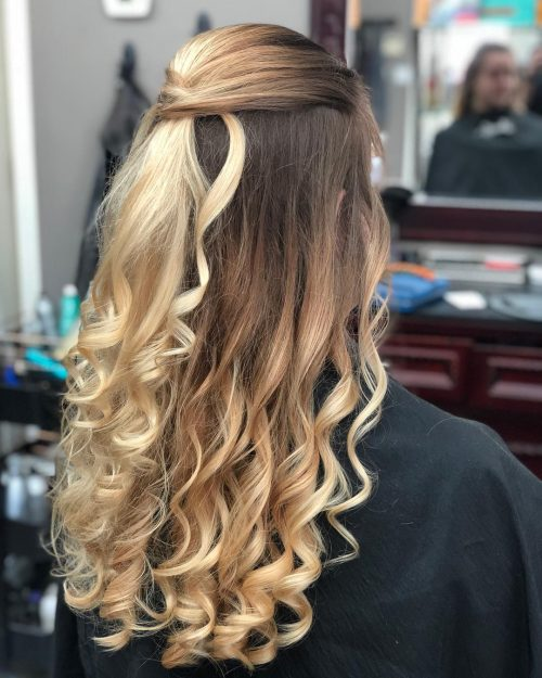 Picture of a simple and elegant down do curls for prom