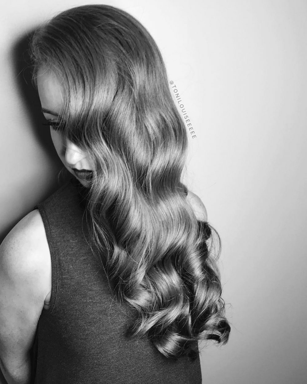 Elegant Hollywood Curls hairstyle