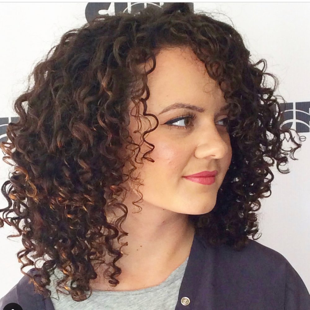 25 Best Shoulder Length Curly Hair Cuts Styles In 2020