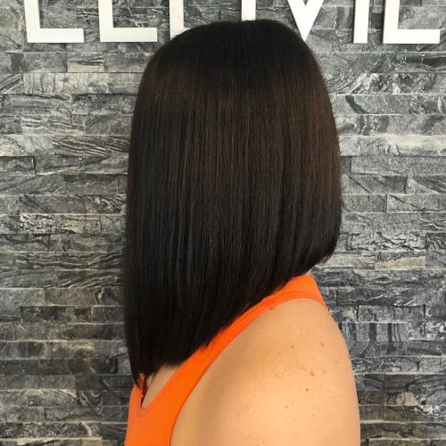 Picture of a Jet Black graduated shoulder length bob