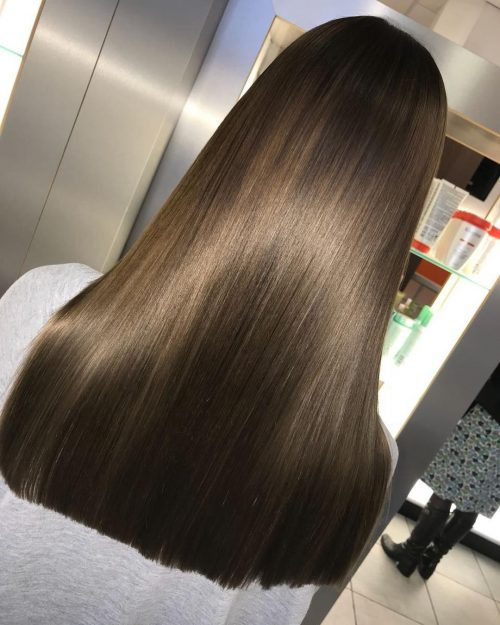 Long and straight brown hair with blonde highlight