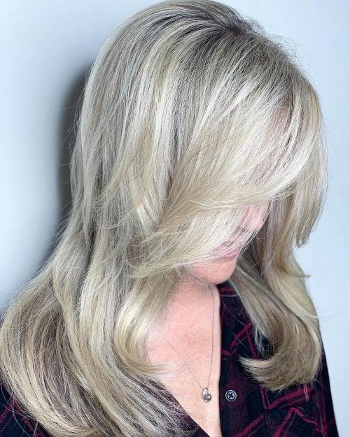peinado largo para mujer mayor de 50 años con cabello fino