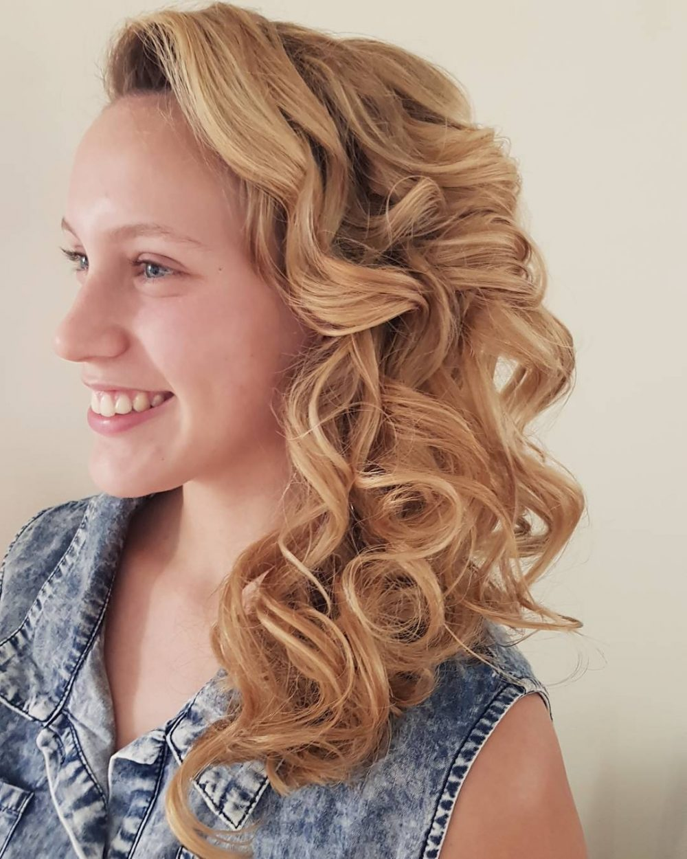 Long-Lasting Side Curls hairstyle