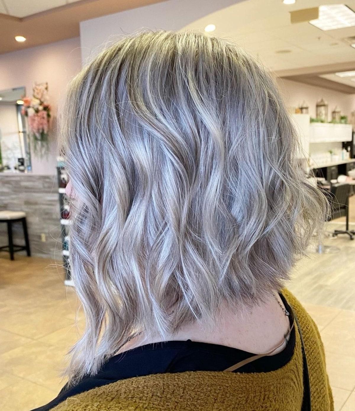 Peinado de capas medianas a cortas