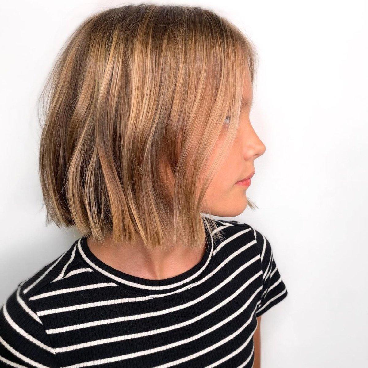 Corte de cuello corto para niñas con cabello fino