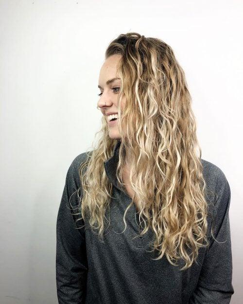 Permanente para cabello largo con rizos sueltos