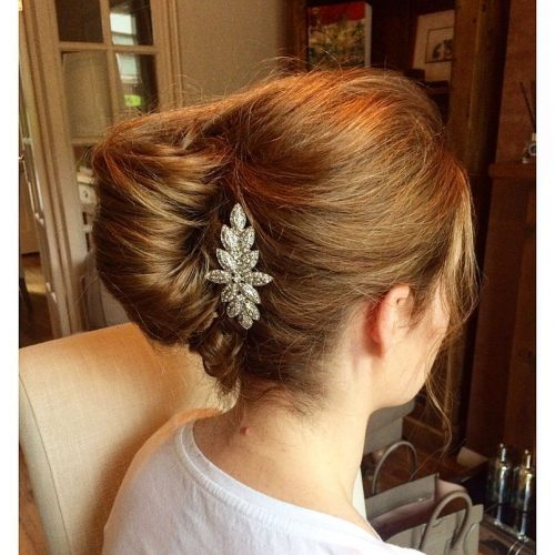Picture of a pinned up messy bun for prom