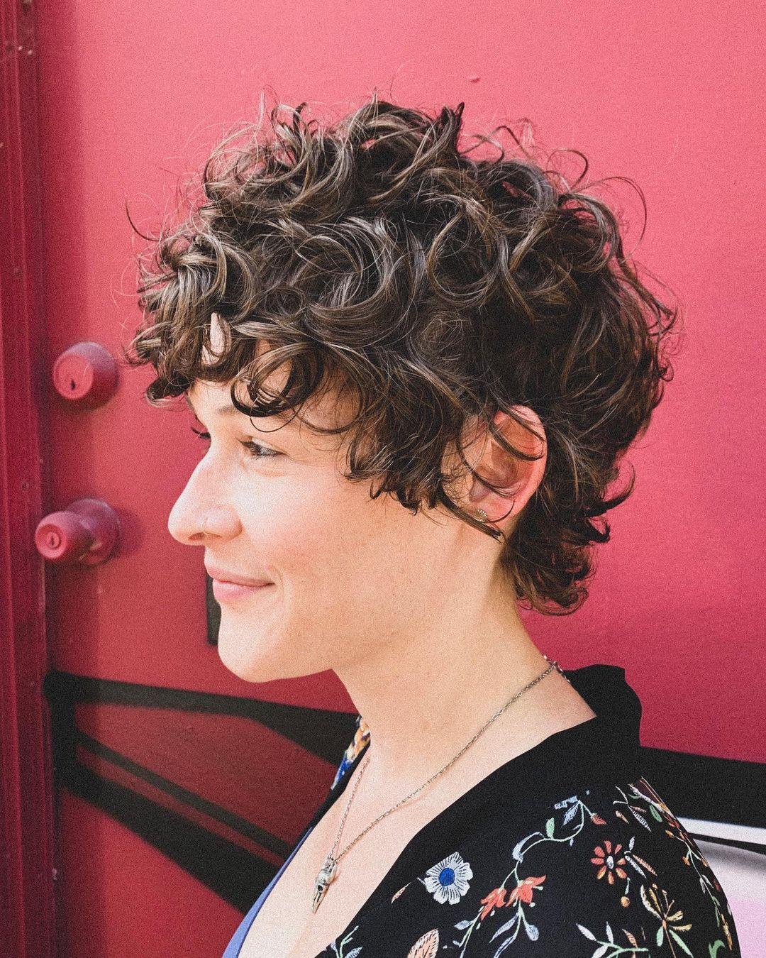 Pixie shag para cabello rizado