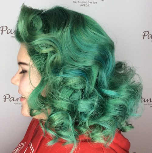 A Rockabilly hairstyle for shoulder-length hair