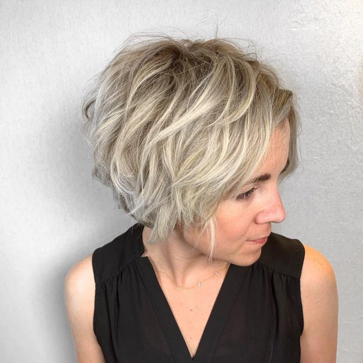 bob rubio corto para cabello fino