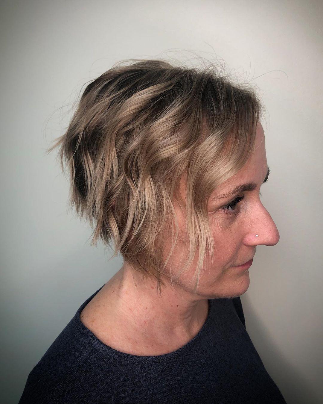 estilo bob corto para mujeres de 50 años