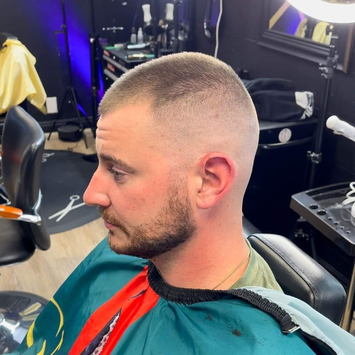 Corte de pelo corto para cabello en retroceso o cabello fino