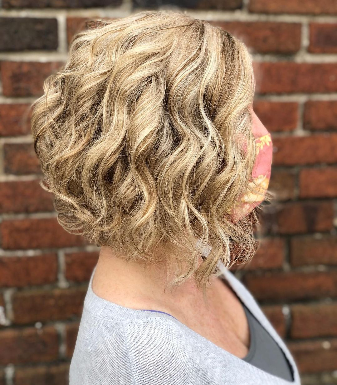 9 Short Curly Hairstyles to Enhance Your Face Shape