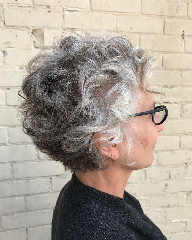 Duendecillo de pelo corto y rizado para mujeres mayores con gafas