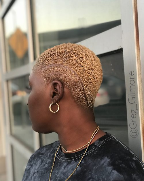 A picture of a women with short gold pixie haircut