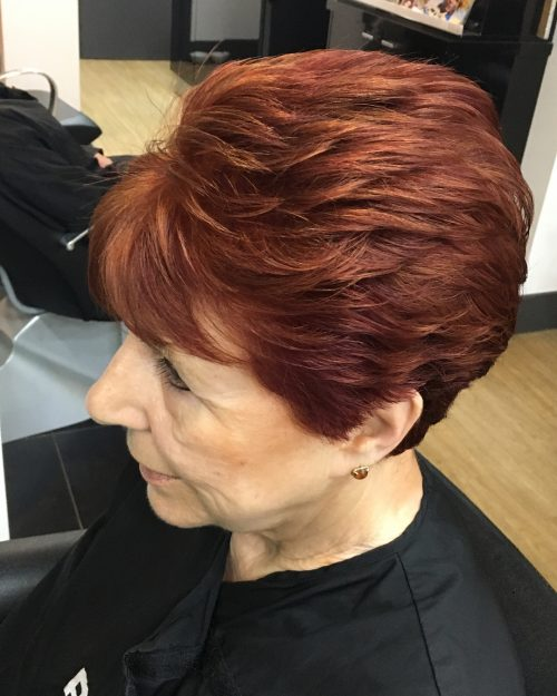 Short auburn hair with highlights for women over 40