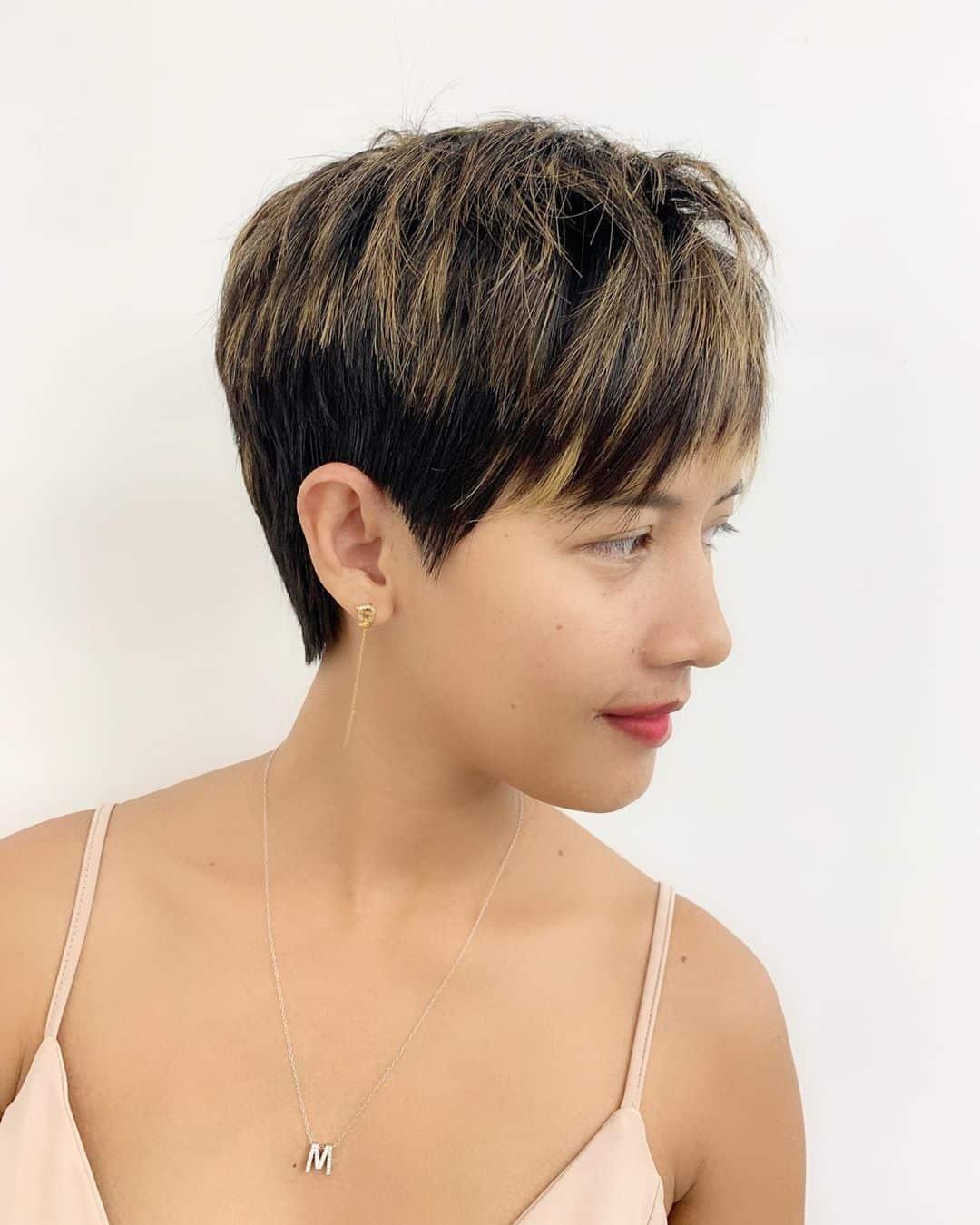 corte de pelo corto para chica asiática con pelo grueso